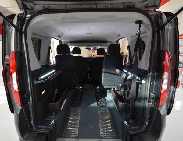Fiat Doblò Pianale Ribassato 4+1 per trasporto disabili 07