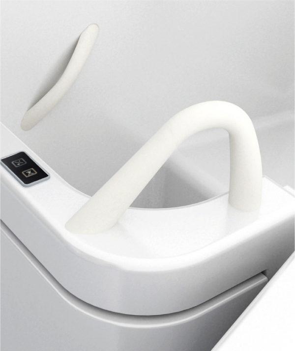 Maniglioni-vasca-con-sportello-per-disabili-e-anziani