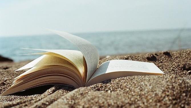 10 libri estate: i titoli senza barriere consigliati per le vacanze