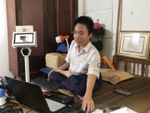rần Phan Thanh Hải, 18 anni, ha creato robot per supportare le persone con disabilità