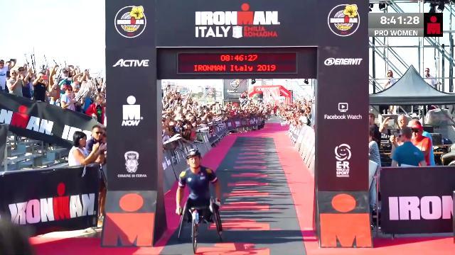 """Alex Zanardi monumentale: 8h25'30"""" record mondiale nell'Ironman"""