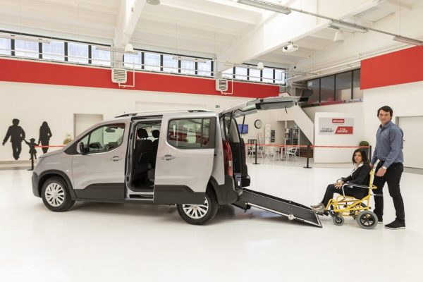 Peugeot Rifter passo corto per trasporto disabili 01