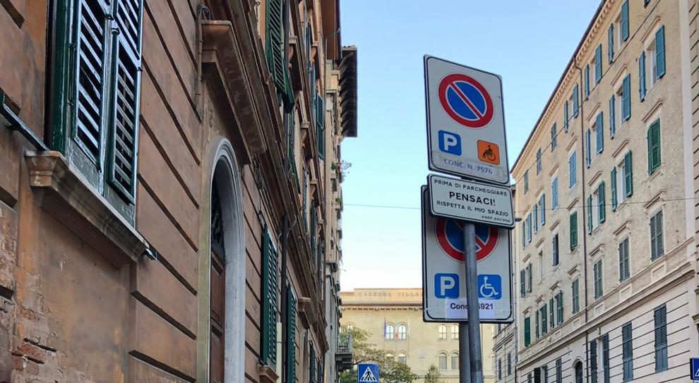 Parcheggio disabili davanti casa