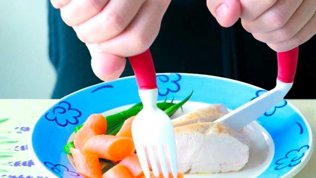 Posate e utensili da cucina per disabili